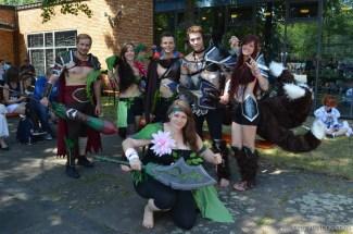 Diese Gruppe hat sich die Kostüme einfach selbst ausgedacht.