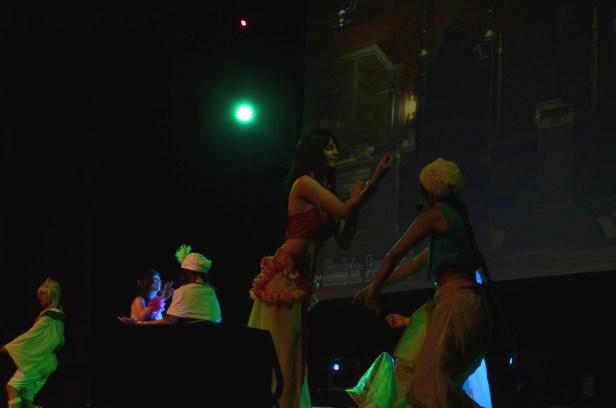 """Der Auftritt der Gruppe Ikimashô mit """"Magi - Im Bann der Sanduhr"""""""
