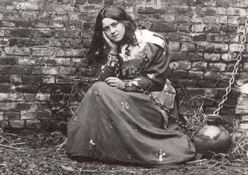 sainte Thérèse dans le rôle de sainte Jeanne d'Arc prisonnière
