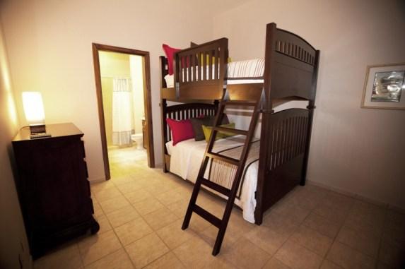 Pura Vida Villa - bunk bed