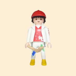 Peintre, casquette rouge