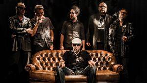 Gene García despierta el lado más 'rockero' de la OEX