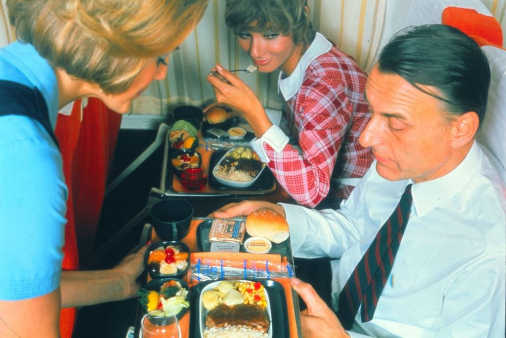 Cette compagnie aérienne scandinave montre à quoi ressemblaient les repas dans les années 1950 ! By Mélanie D. Sas-compagnie-aerienne-repas-10