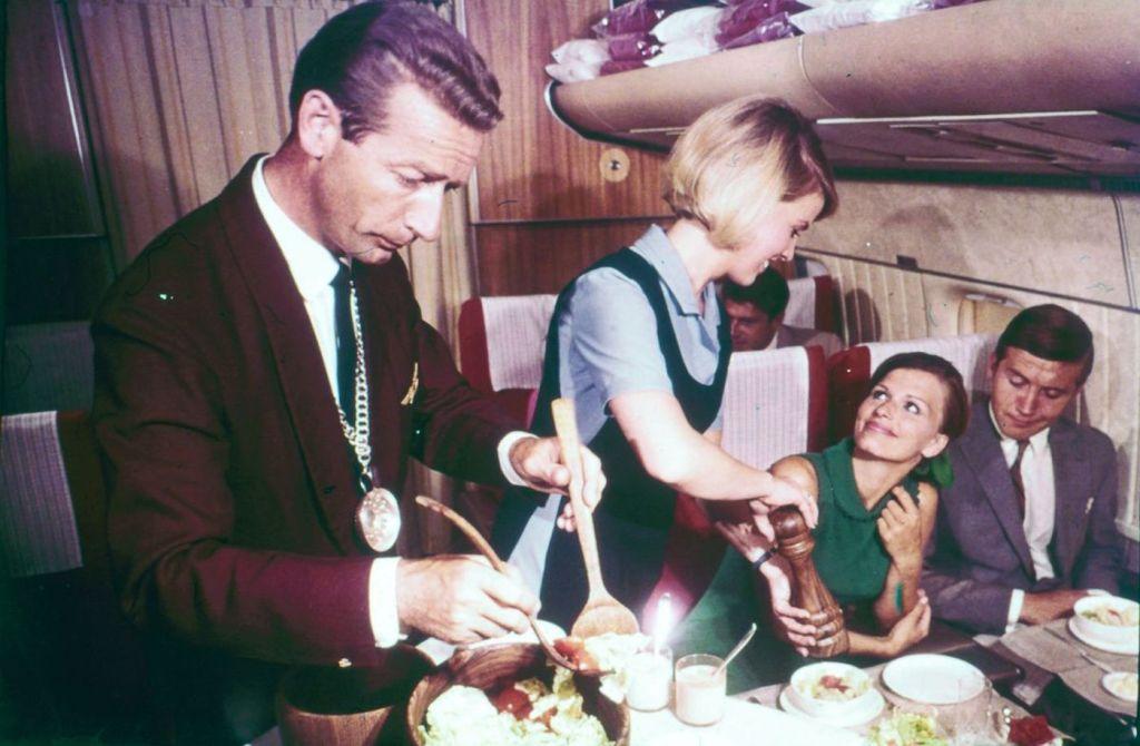 Cette compagnie aérienne scandinave montre à quoi ressemblaient les repas dans les années 1950 ! By Mélanie D. Sas-compagnie-aerienne-repas-11