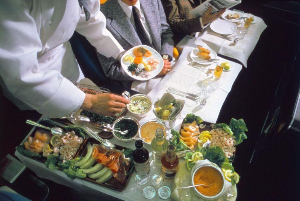 Cette compagnie aérienne scandinave montre à quoi ressemblaient les repas dans les années 1950 ! By Mélanie D. Sas-compagnie-aerienne-repas-14