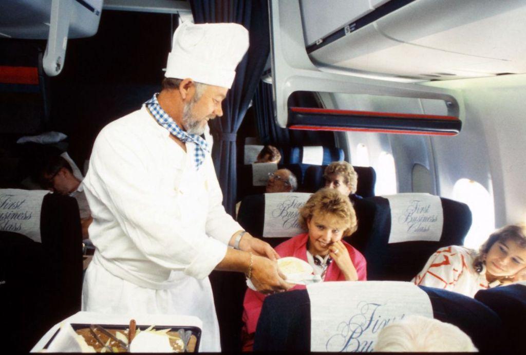 Cette compagnie aérienne scandinave montre à quoi ressemblaient les repas dans les années 1950 ! By Mélanie D. Sas-compagnie-aerienne-repas-19