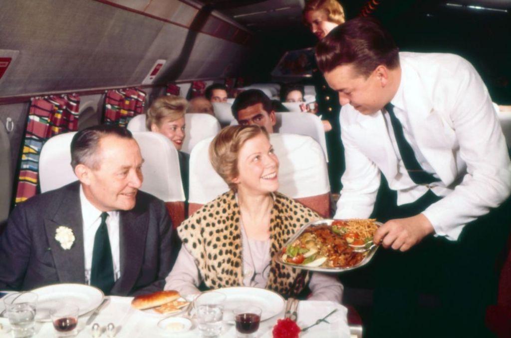 Cette compagnie aérienne scandinave montre à quoi ressemblaient les repas dans les années 1950 ! By Mélanie D. Sas-compagnie-aerienne-repas-20