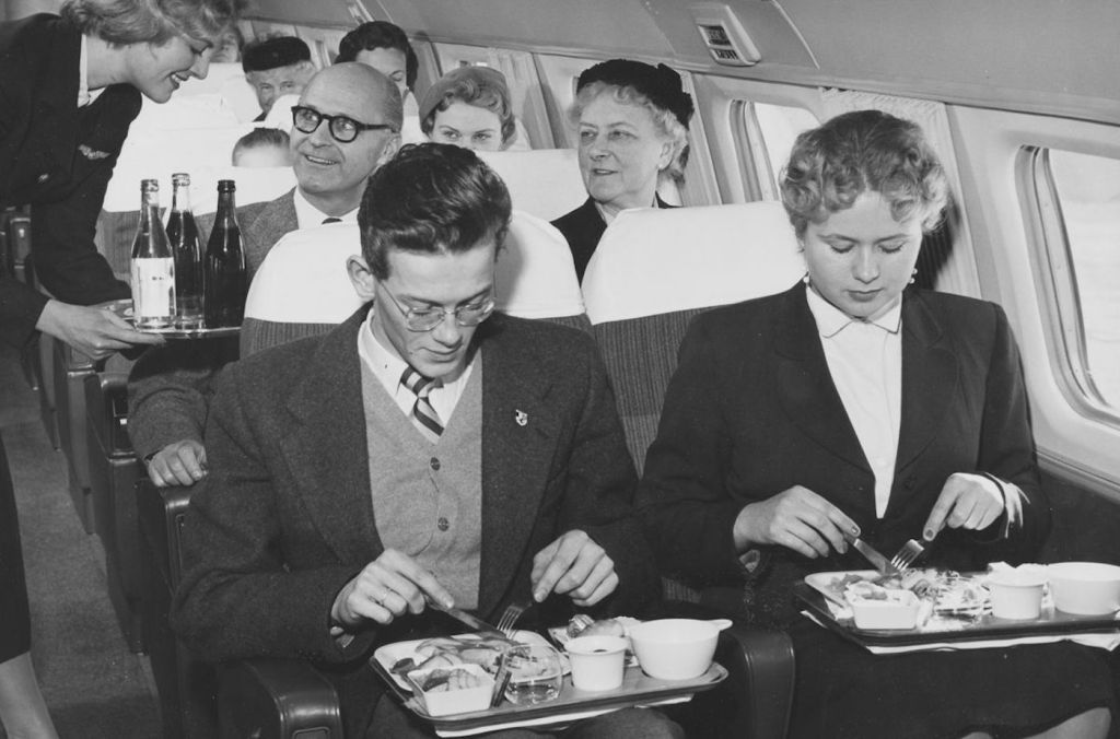 Cette compagnie aérienne scandinave montre à quoi ressemblaient les repas dans les années 1950 ! By Mélanie D. Sas-compagnie-aerienne-repas-21
