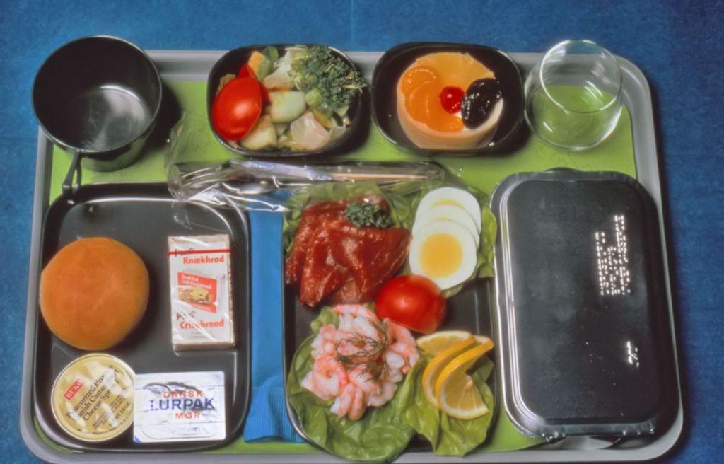 Cette compagnie aérienne scandinave montre à quoi ressemblaient les repas dans les années 1950 ! By Mélanie D. Sas-compagnie-aerienne-repas-4