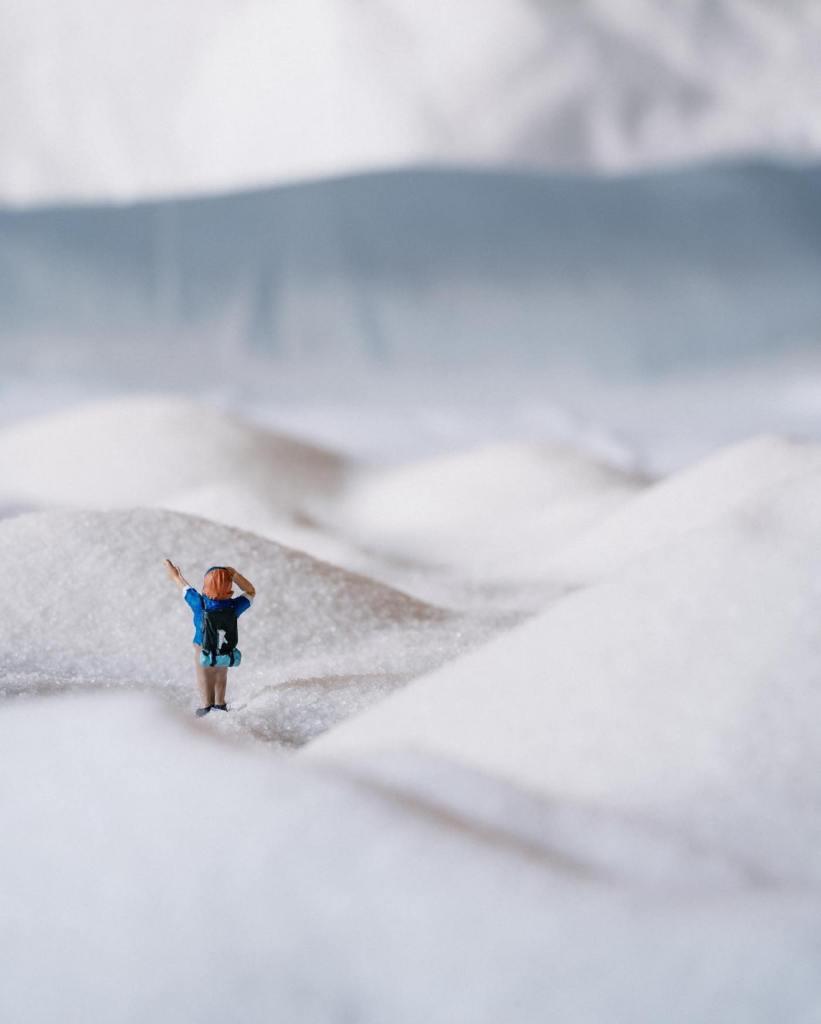 La photographe Erin Outdoors présente les coulisses de ses petites mises en scène