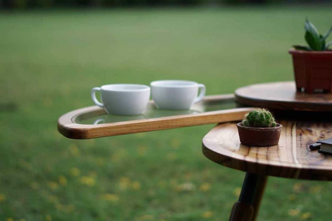 Cette table coccinelle conçue par Radhika Dhumal déploie ses ailes pour plus d'espace