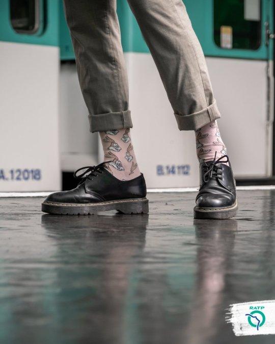 La RATP commercialise des chaussettes à l'effigie de sa mascotte : Serge le Lapin