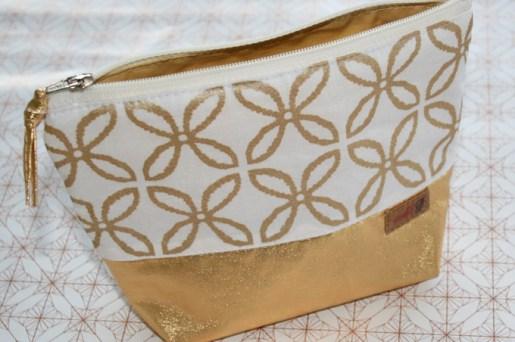 Täschchen - Kosmetiktasche - aus Goldstoff