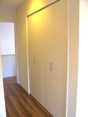廊下に空間を有効利用したクローゼット