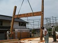 再利用する、柱や梁の建方状況。