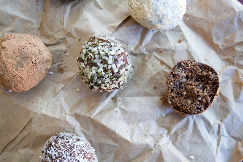 Chocolate Almond Energy Bites - These vegan bites are perfect for a road trip! They have a touch of salt to balance out the sweet flavor of the dates.