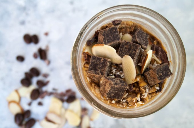 Mocha Almond Overnight Oats (vegan, gluten free) - This recipe is perfect for traveling or on the go. You get coffee and breakfast all in one!
