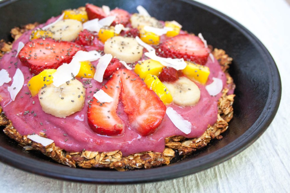 Mango Banana Berry Smoothie Bowl Pizza (vegan, gluten free) - This smoothie bowl pizza has a sweet granola bar crust. It is a perfect way to cool off morning or night!