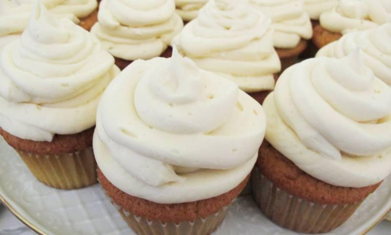 Vanilla Gluten Free Cupcakes with Vanilla Frosting