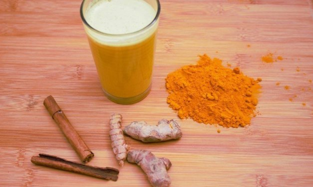 Goldene Milch – ein ayurvedisches Heilgetränk roh-vegan