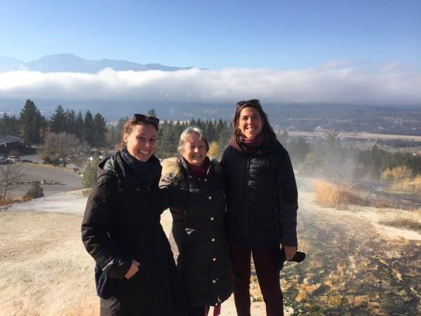 Julia Braga, Marie-Paule et Caroline aux sources d'eau chaudes, Colombie Britannique, Canada