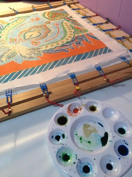 Atelier de peinture sur soie - foulard par Julia Braga