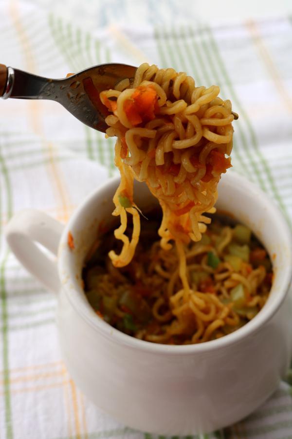 microwave chow mein in a mug