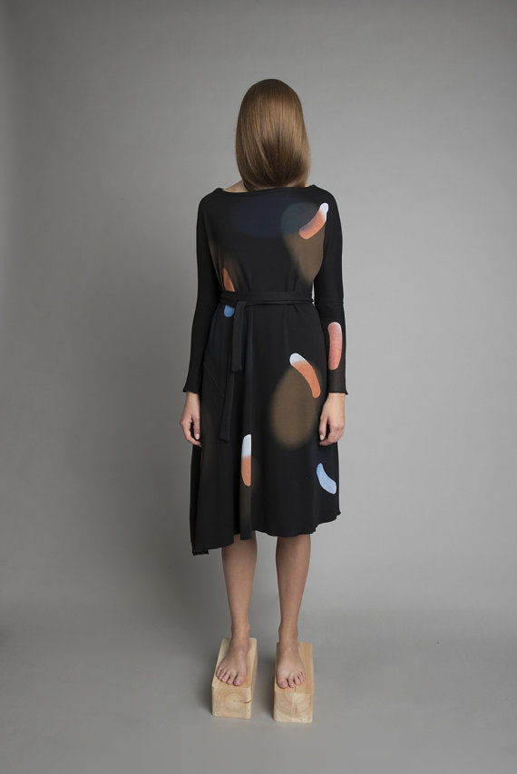 I love the asymmetrical hem on this dress from warsztatpracy.