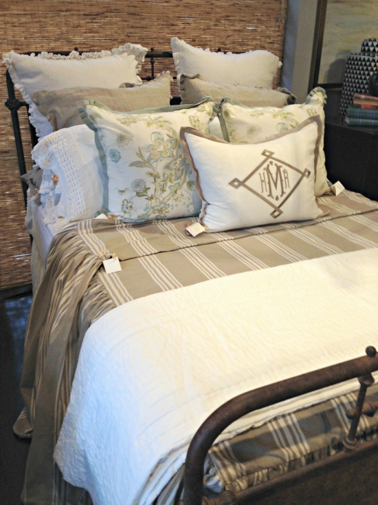 Nell Hills Bed