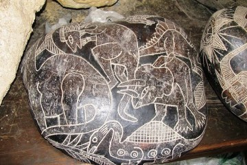 Ica Stone showing Triceratops and other dinosaurs, WikiCommons