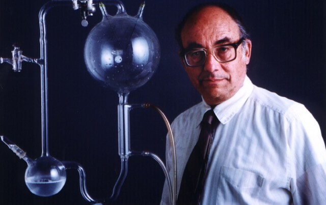 stanley l miller and harold c In the 1950's, biochemists stanley miller and harold urey, conducted an experiment which demonstrated that several organic compounds could be formed spontaneously by simulating the conditions of earth's early atmosphere they designed an apparatus which held a mix of gases similar to those found in .