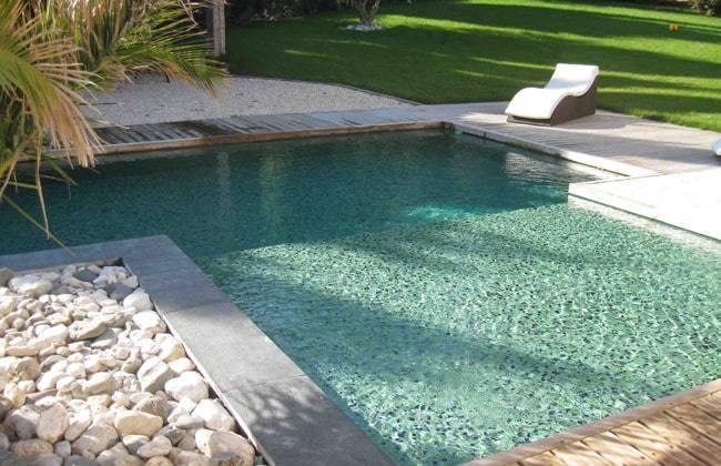 revêtement piscine en carrelage