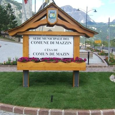 aiuola di ingresso a Mazzin