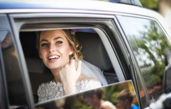 beautiful and relaxed bride on her wedding day