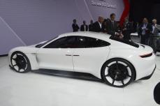 Porsche-Mission-E (11)