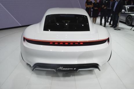 Porsche-Mission-E (13)