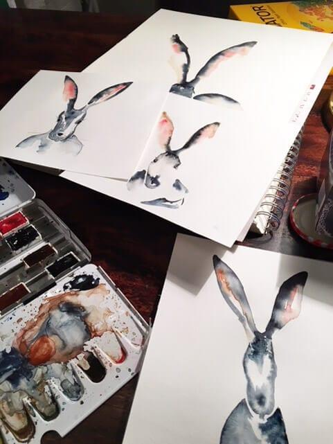 In der Osterhasenwerkstatt entdeckst du viele verschiedene Hasen Portraits mit Aquarellfarbe