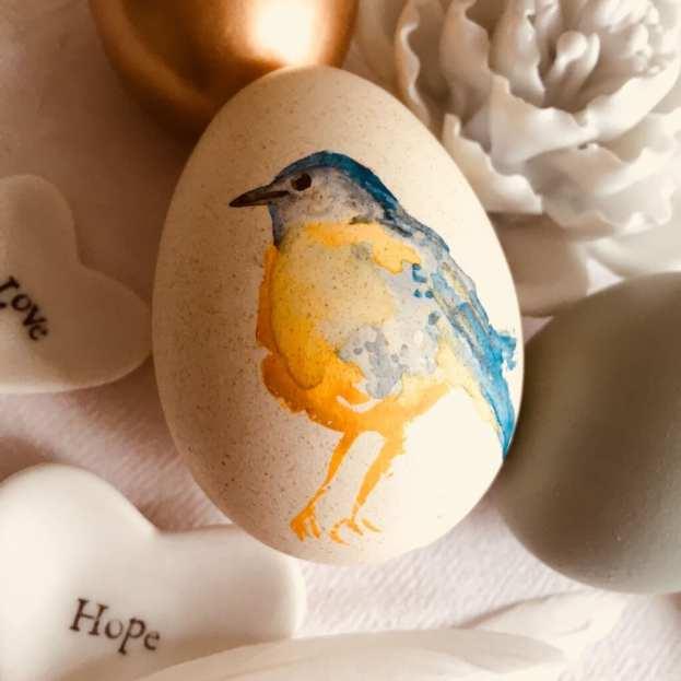 Oster-Vögelchen, mit Aquarell auf Hüherei gemalt