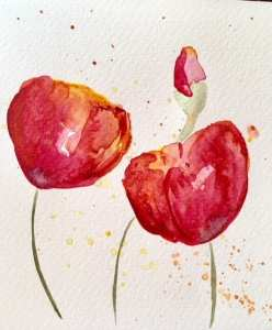 Man sieht ein paar Aquarellfarb-Kleckse auf dem fertigen Blumenbild