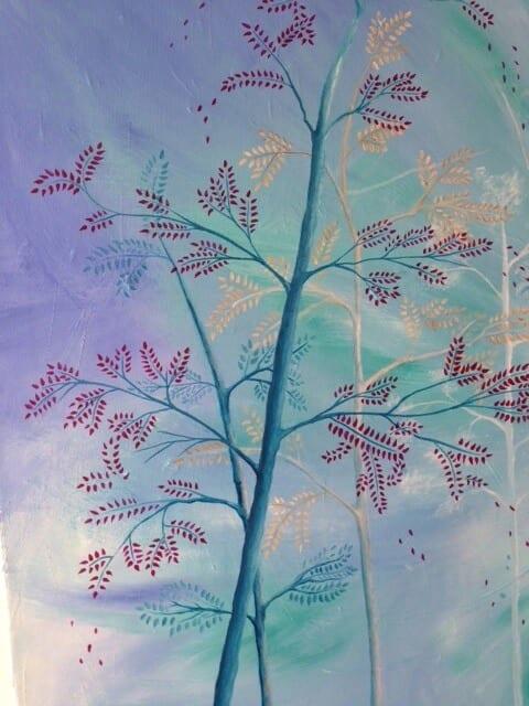 du siehst wie jeder Baum bereits Blätter mit roter und gelber und blauer Acrylfarbe bekommen hat