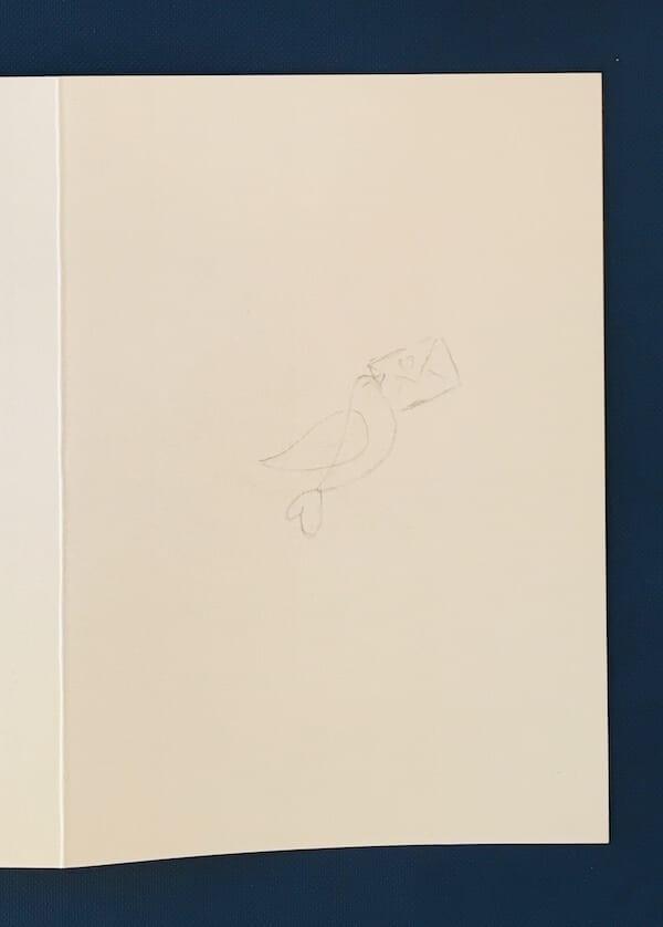 Man sieht die Bleistift-Skizze einer Taube auf einer Valentinskarte