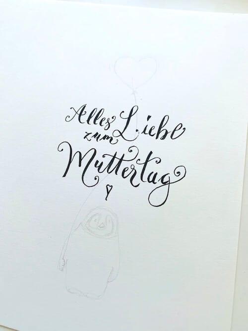 Hier siehst du das lettering und die Vorzeichnung der Muttertagskarte in Aquarell