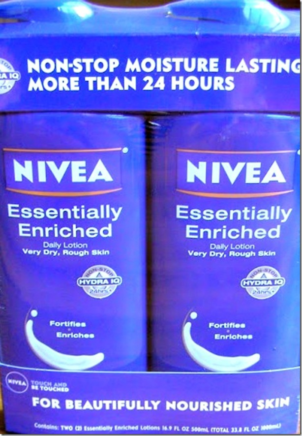 #NIVEAmoments #Cbias #SocialFabric NIVEA product review and self massage tutorial from CreativeCynchronicity.com