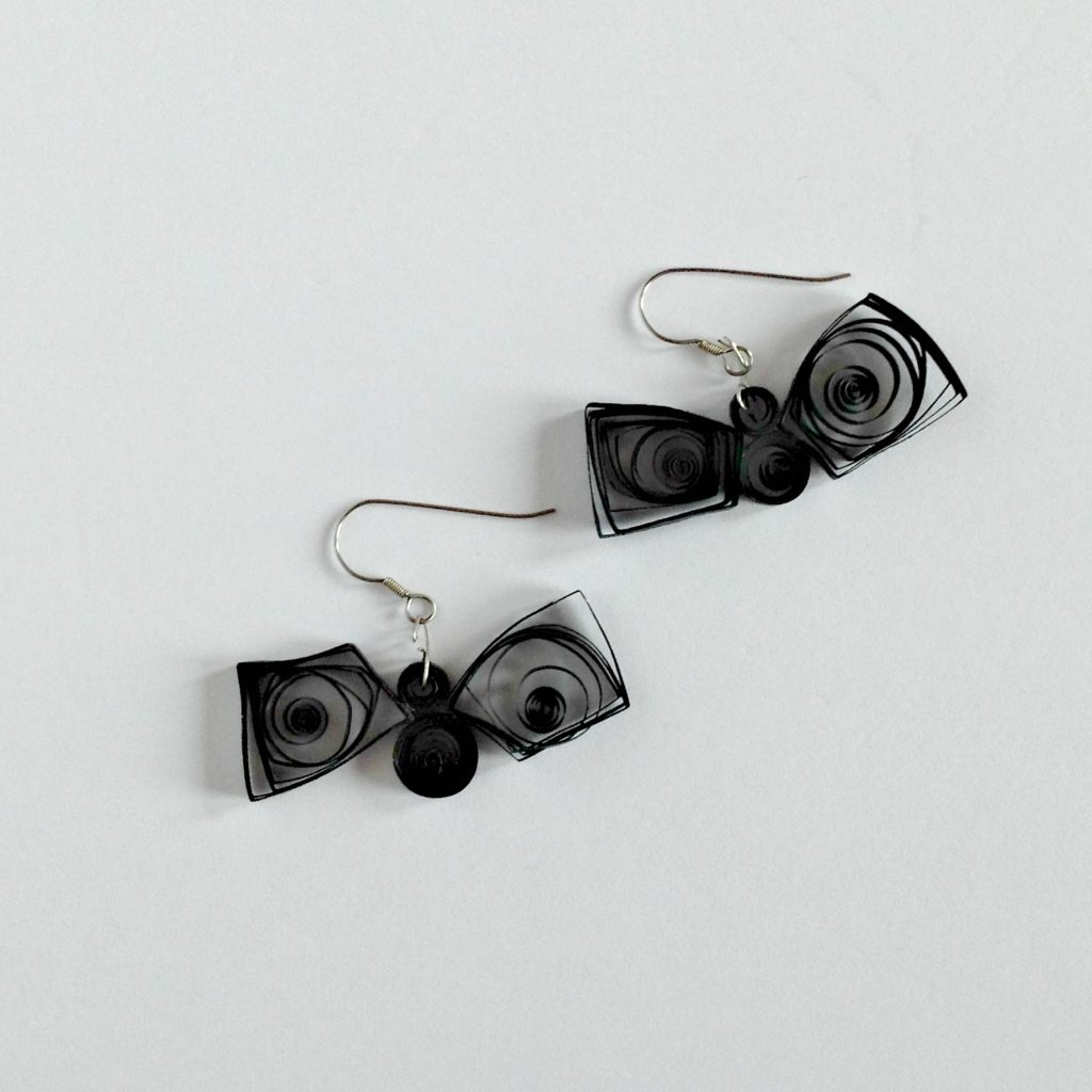 diy-paper-quilled-bat-earrings