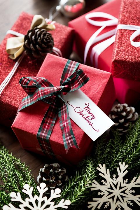 Christmas Gift Exchange Games.Fun Holiday Gift Exchange Game Creative Cynchronicity