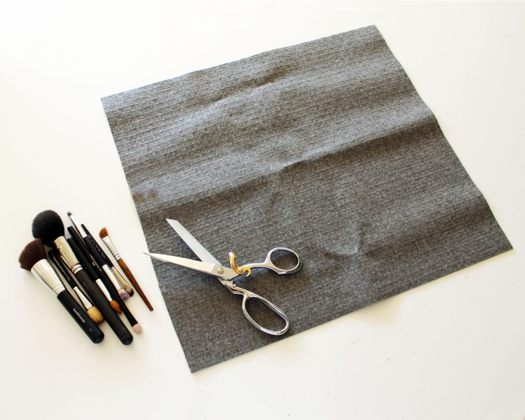 DIY Makeup Brush Holder For Travel