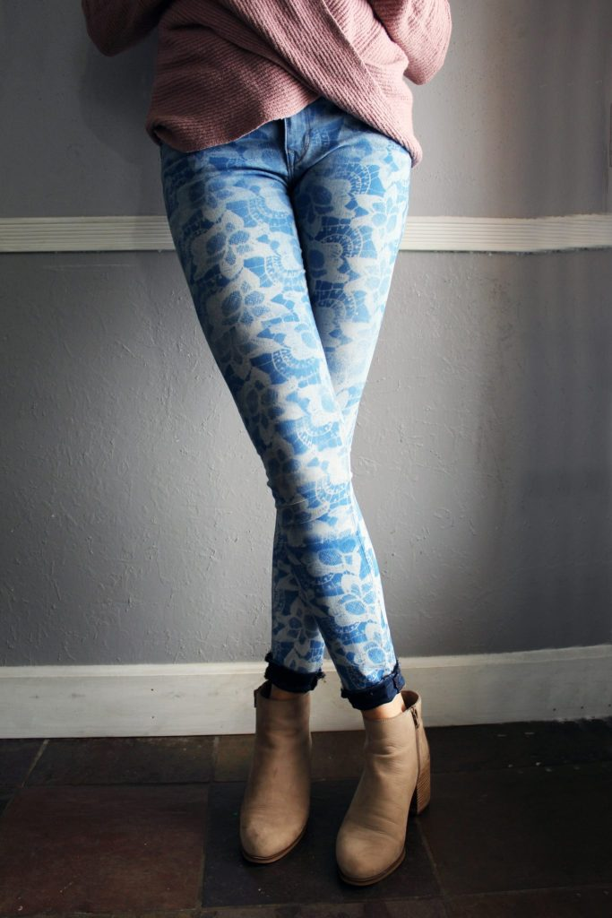 Easy upcycle jean refashion DIY. Use lace to create a stencil