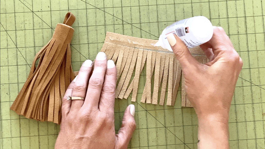how to make an authentic leather tassel keychain in 5 min