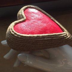 Anello cuore in fibra naturale