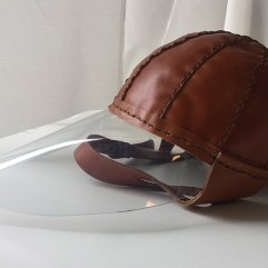 Cappello in cuoio con visiera